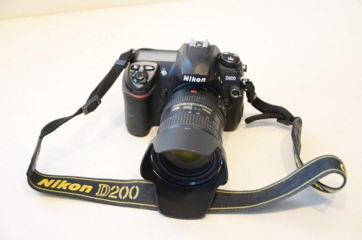 NIKON D200 + NIKKOR 18-200mm