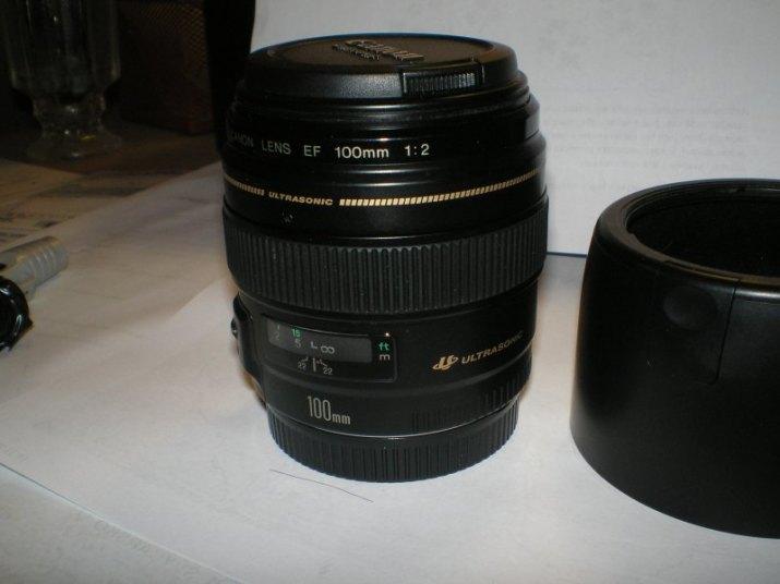 Prodám objektiv Canon EF 100/2