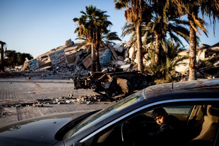 KAŽDODENNÍ ŽIVOT Čestné uznání MILAN JAROŠ, Respekt: Strach a pušky ve skříni, Libye, leden 2012 (série)