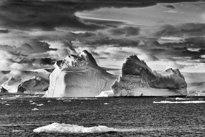 PŘÍRODA A ŽIVOTNÍ PROSTŘEDÍ 1. cena - Zlaté oko VÁCLAV ŠILHA, volný fotograf: Antarktida – jiná planeta, leden 2012 (série)