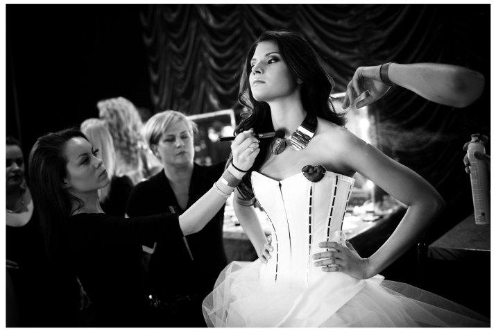 UMĚNÍ A ZÁBAVA 1. cena - Zlaté oko MICHAL BURZA, Nový čas: Miss, 27.4.2012 (série)