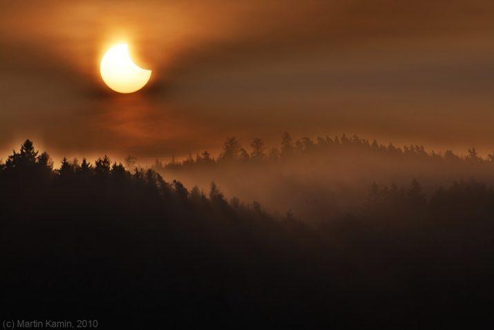 Zatmění Slunce Měsícem 4.1.2011