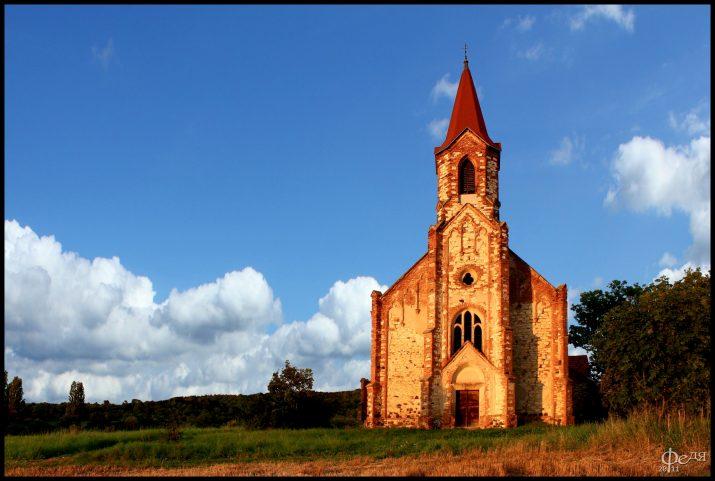 pseudogotický kostel sv.Augustina v Lužici